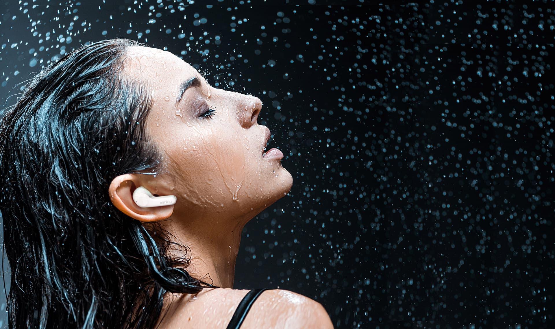 IPX7 & Innovative SweatShield™ Technology